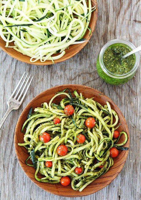 Kuchnia włoska często kojarzy nam się z tłustymi składnikami jak ser oraz ciężkimi sosami na śmietanie, lecz to nie znaczy, że zawsze tak ma to wyglądać. Spróbuj lekkiego przepisu, który jest ideal…
