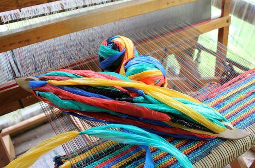 69 best upcycling tapis tiss plastique images on pinterest plastic weaving and woven rug. Black Bedroom Furniture Sets. Home Design Ideas