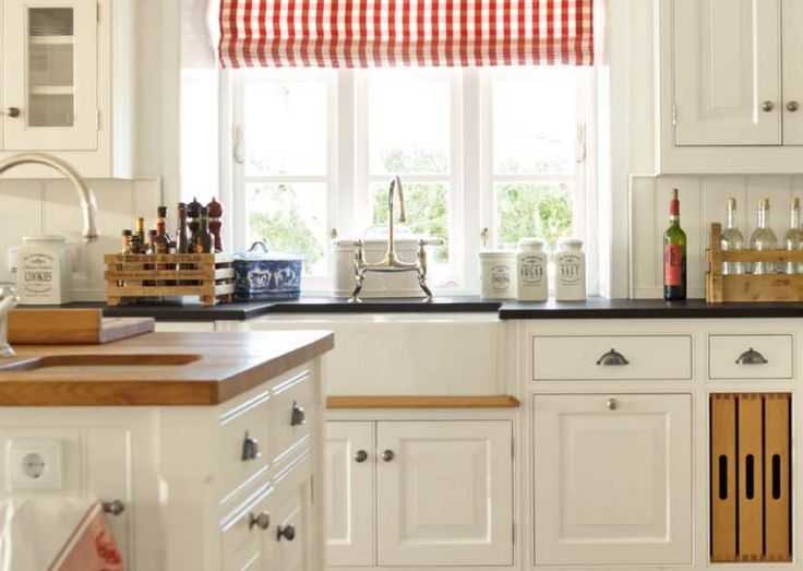 best 25 english country kitchens ideas on pinterest country kitchen menu painted ceiling. Black Bedroom Furniture Sets. Home Design Ideas