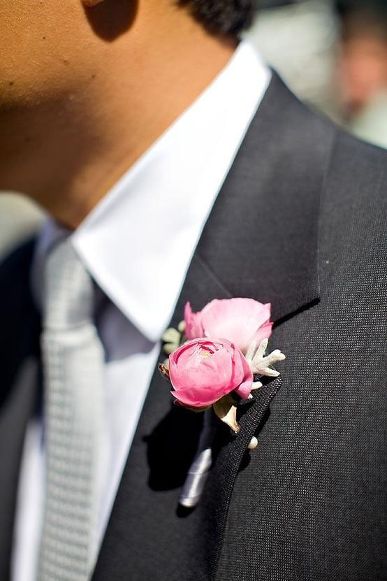 Boutonnière pivoines roses