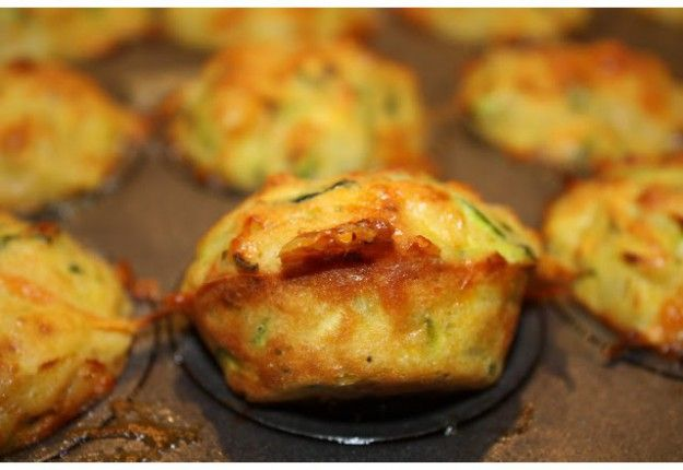 Moist zucchini, bacon and cheese muffins - posted to Real Recipes by a MoM member ❤ | #momschoollunchboxes #schoollunch #lunchbox #mouthsofmums