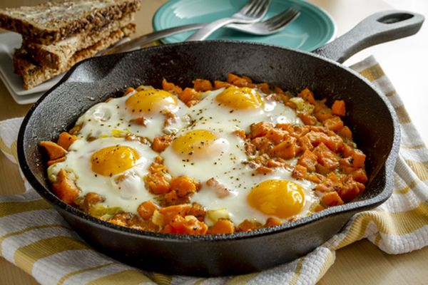 Αυγά φούρνου με γλυκοπατάτες. Η γλυκοπατάτα παρέα με αυγά στον φούρνο...