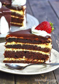 Потрясающий шоколадный торт рецепт с фото. Темный шоколадный бисквит на кипятке с заварным кремом на желтках, перед таким тортом никто не устоит!!!