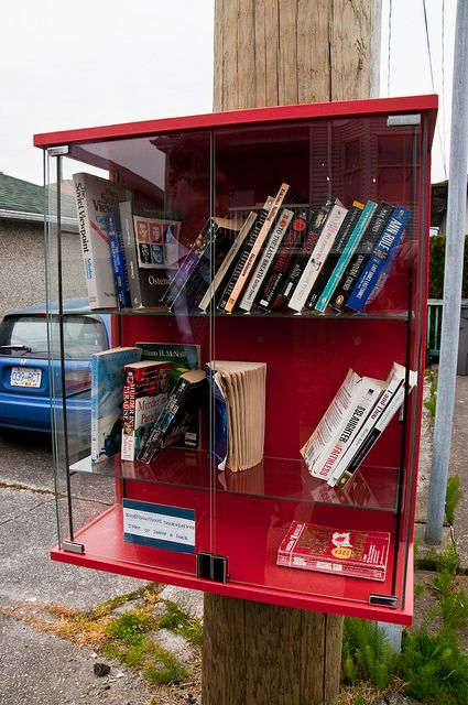 Share the love...don't throw away! Impromptu libraries.