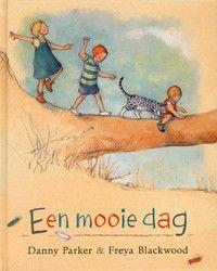 Drie kinderen en een kat beleven een fijne dag. Ze knutselen, klimmen en kletsen en genieten van de heerlijk lange zomerdag. Prentenboek met sfeervolle ...