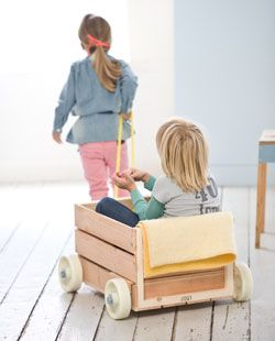 DIY play car: Kitchens Interiors, Diy'S Wooden Toys For Boys, Wooden Crates For Kids, Diy'S Wagon For Kids Idea, Children Toys, Baby Toys, Cars Accessories, Plays Kitchens, Kids Toys