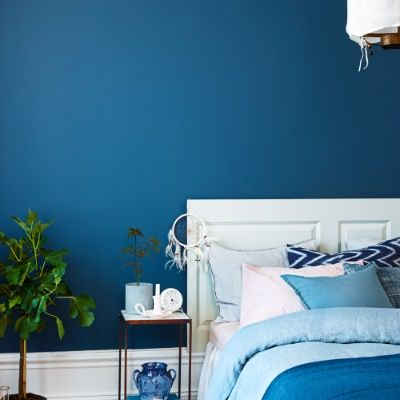 Blue walls in the bedroom! Blue is not only a trendy color, it's also known as a calming color. Perfect for you bedroom! Color:  Himlavalv 746, Beckers.
