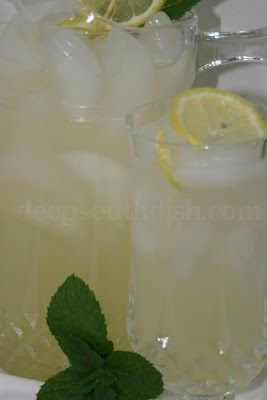 Old Fashioned Hand-Squeezed Fresh Lemonade - Homemade fresh lemonade made with freshly squeezed lemons and simple syrup.