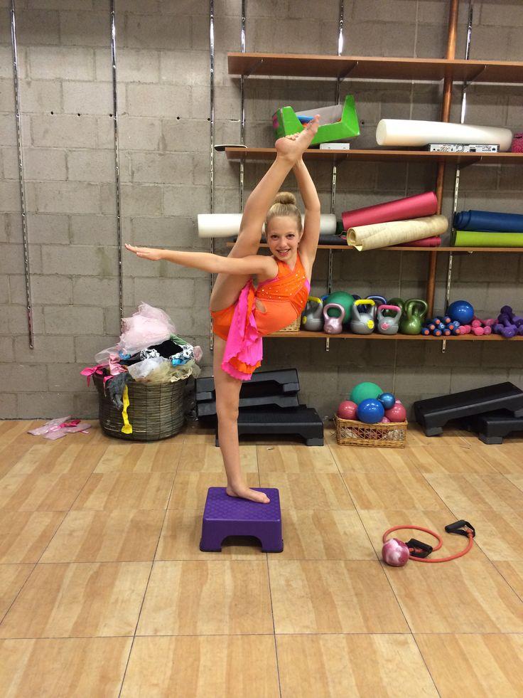 Attractive Nude Gymnastics And Dancers Photos