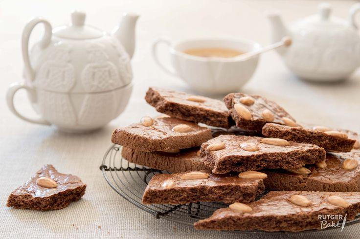 De lekkerste speculaasbrokken bak je zelf! Heerlijk en perfect voor bij een mok warme chocolademelk! Voor mijn speculaasbrokken gebruik ik Zeeuwse bloem, dat geeft extra knapperige speculaasbrokken. Z