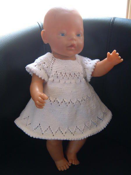 """Je me suis lancée dans un travail digne d'Hercule et de son nettoyage des écuries d'Augias : trier mes modèles de tricot. J'ai achevé la partie """"modèles pour le baby born"""", tout est dans un classeur, d'abord, les modèles Modes & Travaux, classés par ordre..."""