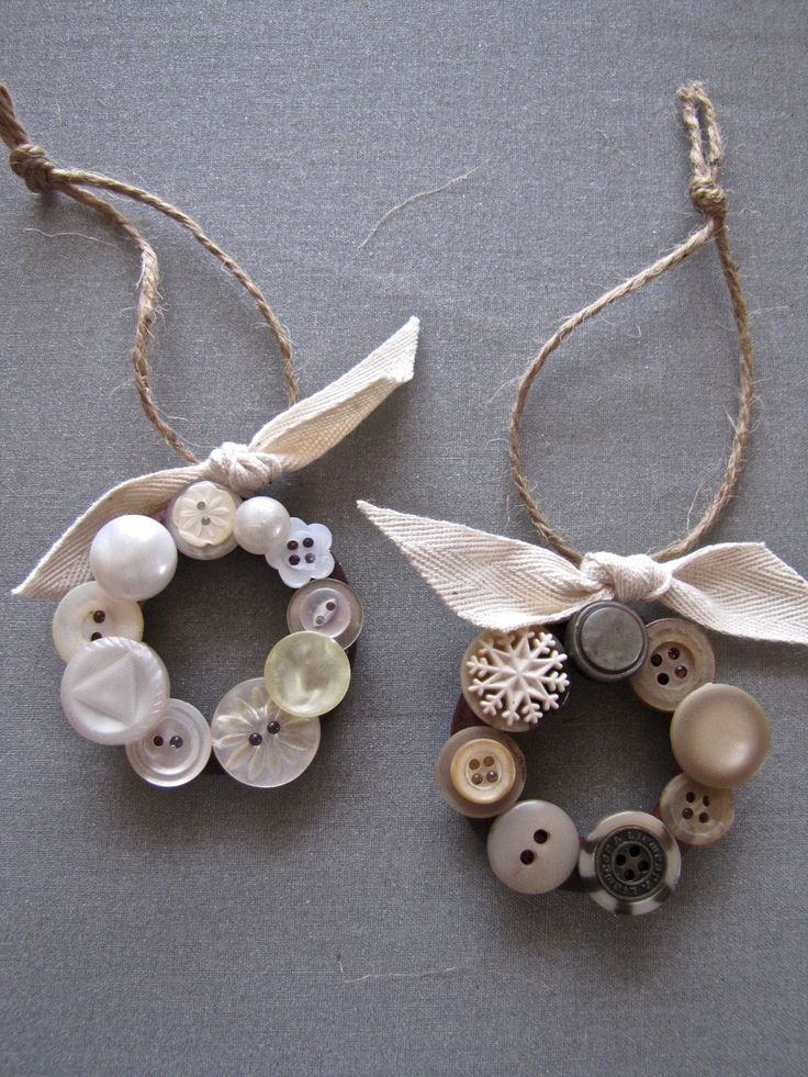 Button wreath tree ornaments made from vintage buttons glued onto wooden curtain rings.