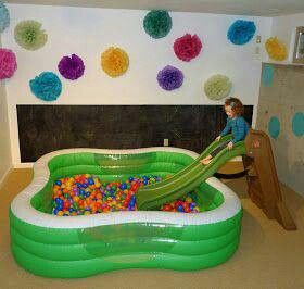 Home made ball pit, I would so put this in my house!
