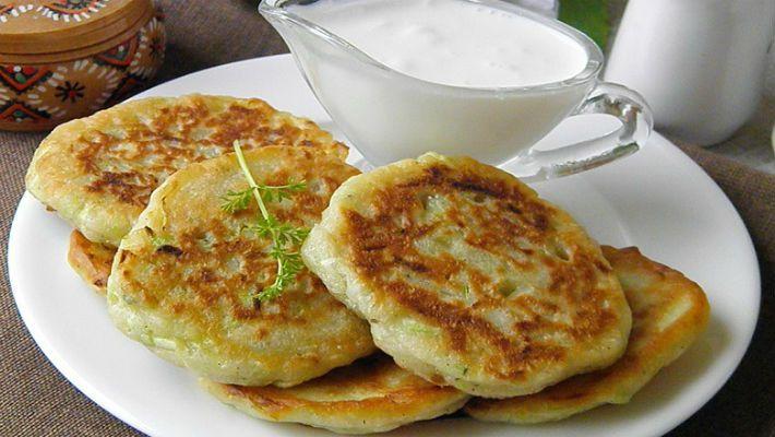 Оладьи из кабачков — самое нежное и легкое блюдо из этого замечательного летнего овоща. Мягкие …