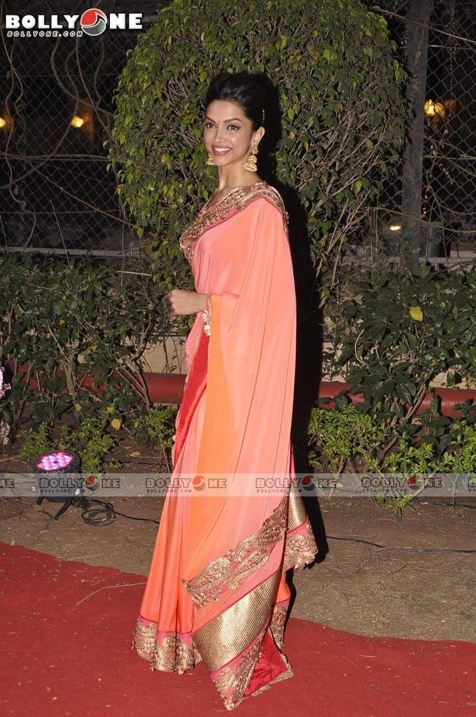 Deepika Padukone | Mehendi outfits, Indian dresses ...