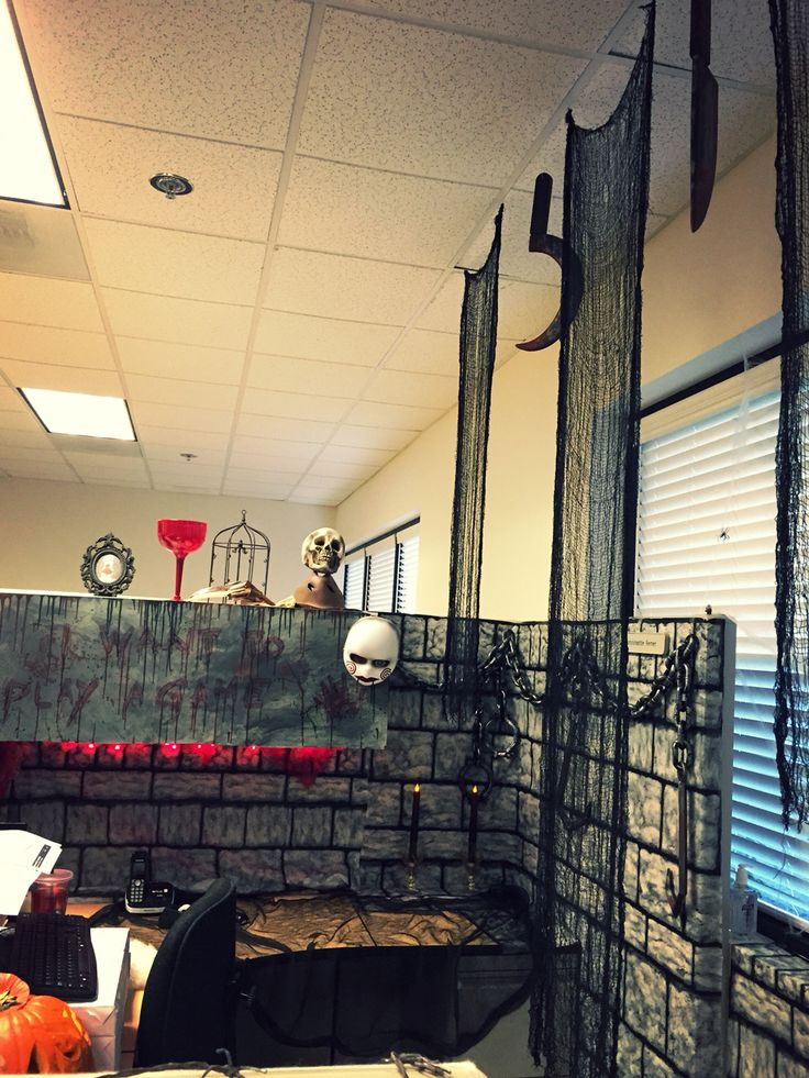 saw themed halloween decorations in my cubicle i love halloween soooo much
