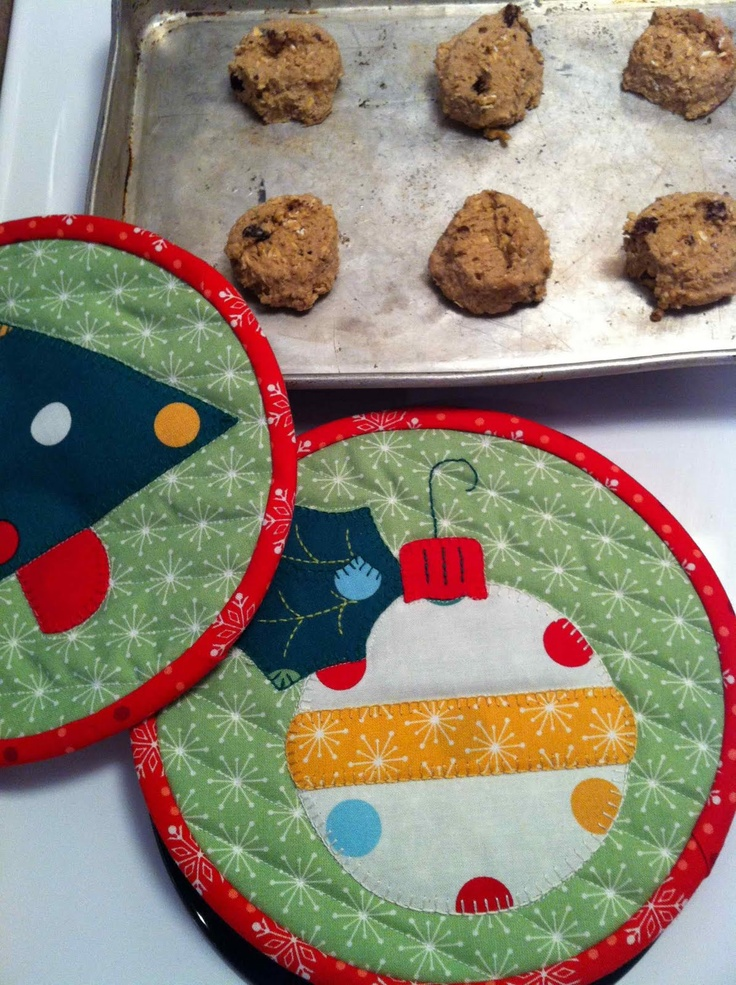 Welcome to the QuiltSoup blog: Gingerbread Cookies & free pattern for Christmas potholders