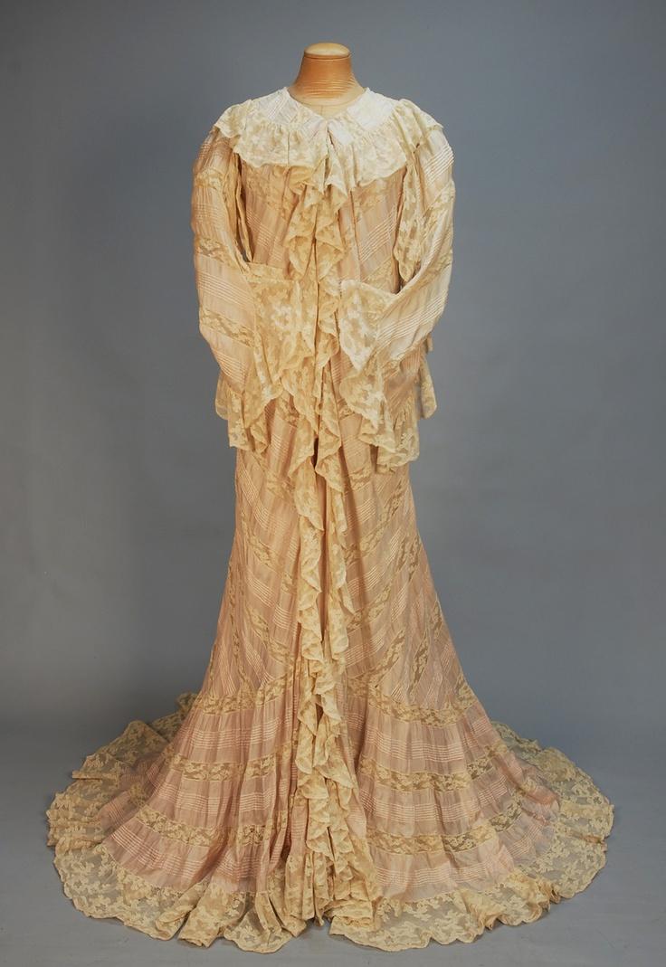 250 best apparel 1900 1949 images on pinterest for Vintage wedding dresses mn