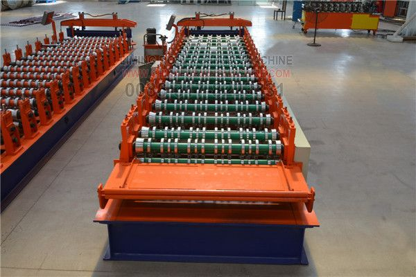 Newly strong type #roofing #sheet #roll #forming #machine, also called trapezoidal roofing sheet roll forming machine, corrugated sheet roll forming machine, very popular in Europe, South Africa, Zambia, Brazil, America, Iraq, Uruguay, chile etc. The machine can use color steel plate, galvinazed steel plate, aluminum zinc plate, thickness range is 0.3-0.6mm.