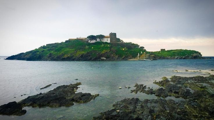 Enchanting. . #cadaques #racons#nature#island#landscape#sea#cloudy#photography#landscaper#view#capture#exploreandcapture#catalunya#costabrava#ig_cadaques#ig_girona#ig_catalunya#clikcat#ok_catalunya#descobreixcatalunya#awsome#beautiful#goworldwide#travelshoteu#lightroom