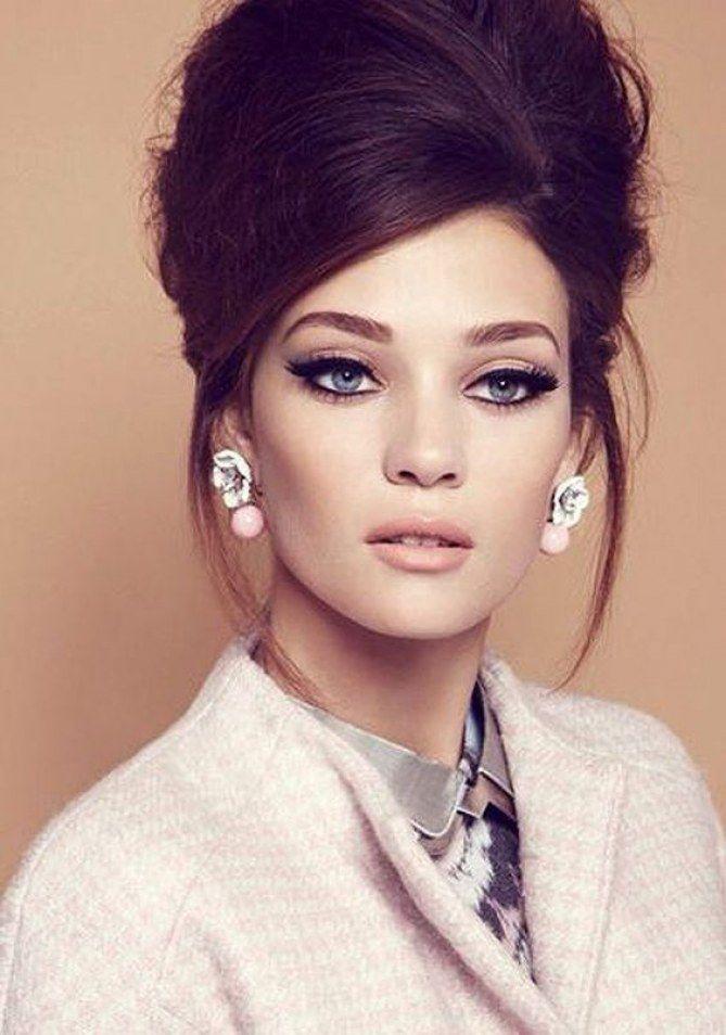 Les sixties nous insiprent aussi côté make-up, comme ces yeux de chat avec un trait d'eye-liner bien épais