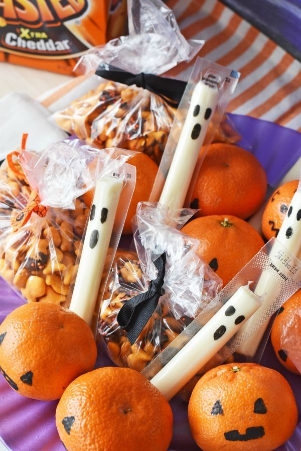 Non-Candy Halloween Lunchbox Snacks Ideas. Fuel your little ghoul with these back to school lunchbox spooky treats that actually contain nutrition.