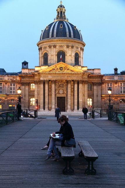 parisbeautiful:  Paris , art's bridge, pont des arts by astor 99 on Flickr.