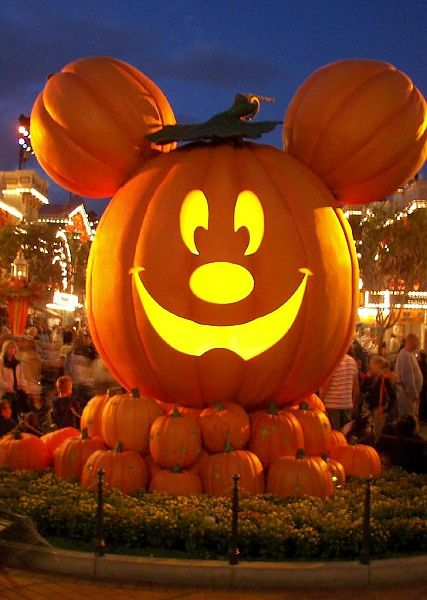 Halloween, Disney style! Mickey's Halloween Party 2013 was awesome!!!