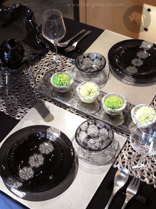 #Arabesque #Dinnerware  Black and silver table setup with dinnerware by www.the-glass-co.com