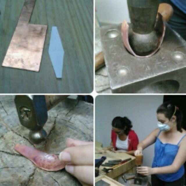 Elaborando un anillo forjado y embutido. Silvia Tapia.