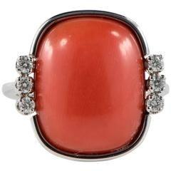 Coral Cabochon a diamantový prsten