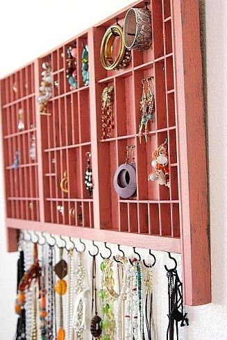 I need something like this. And the site has a couple other pictures with jewelry organization ideas. LOVE IT!