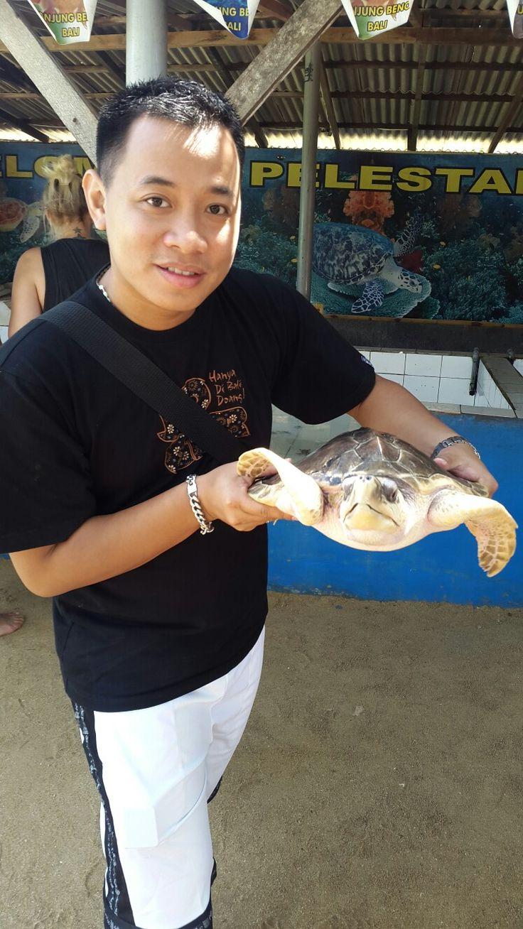 Turtle Island. Bali My Hubby with turtle