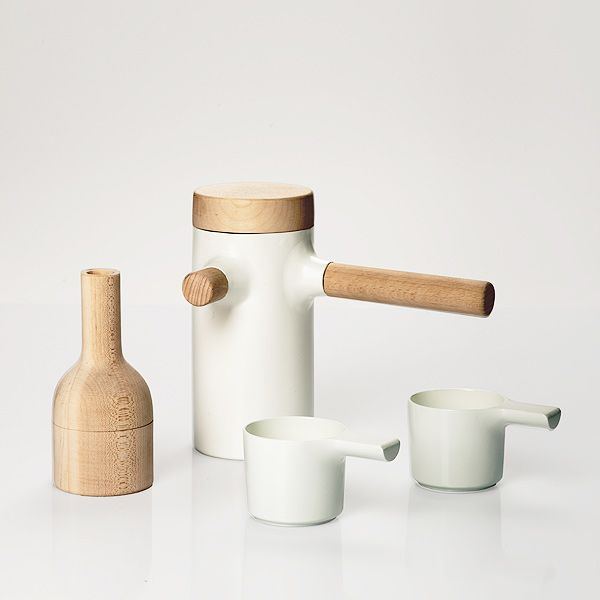 The ideal design for coffee / tea / beverages of your choice. This is one of my favorite designs; the texture, contours and materials used are beautiful and simple.