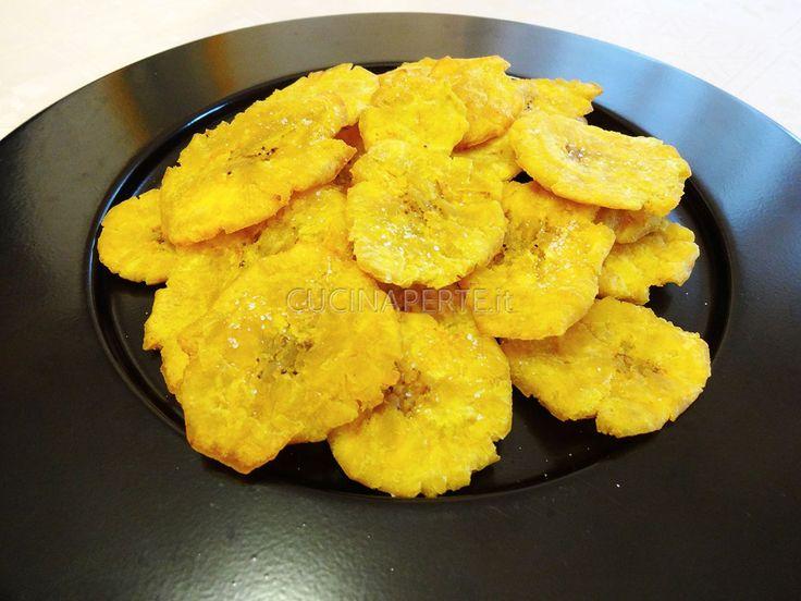 I tostones sono dei pezzi di platano verde fritti due volte che ricordano le patate fritte di origine sud americana. Usati come contorno in alcuni piatti