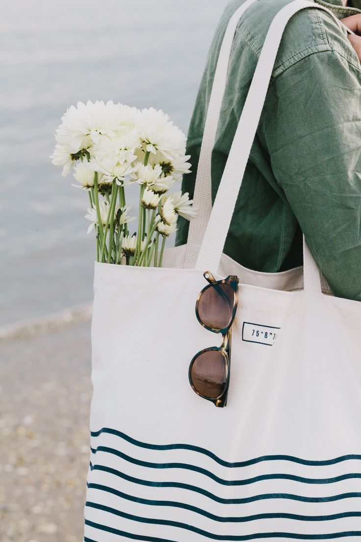 tote + sunnies + blooms