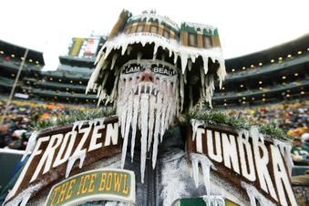 Temperature at kickoff for Packers-Cowboys playoff games: • 1967: -13° (-48° wind chill) • 2015: 24° (24° wind chill) pic.twitter.com/UbUzadH9Ya