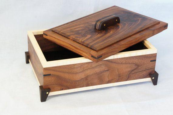 Handmade Walnut Wood Box w/ Wenge & Curly por KevinKapinArtisan