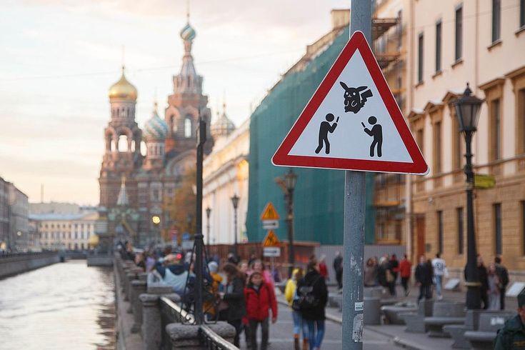В Санкт-Петербурге появился новый дорожный знак: Осторожно, ловцы покемонов    A new road sign appeared in In St. Petersburg: Caution, catchers of pokemon     www.ruspeach.com
