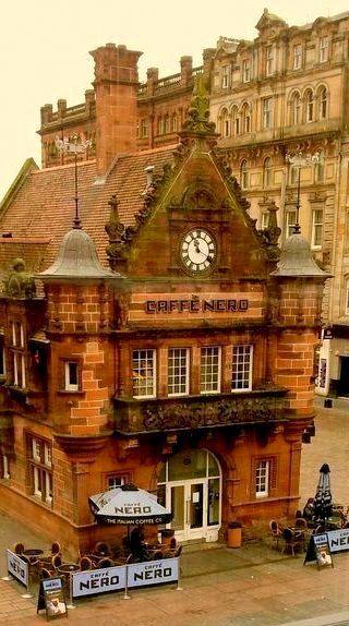 The Caffè Nero ~ Glasgow, Scotland Mieux dehors que dedans ^^ @fishescantfly