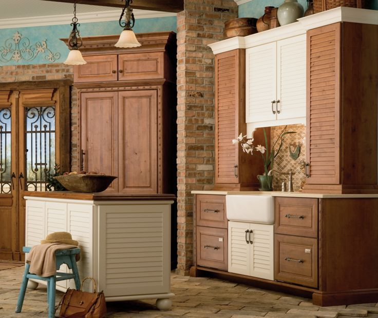 Bahamas maple White Chocolate Classic and knotty alder Harvest Bronze Ebony Glaze and Highlight; Venice Raised Panel knotty alder Harvest Bronze Ebony Glaze and Highlight. Purchase Medallion Cabinetry direct from factory; 650-704-2221
