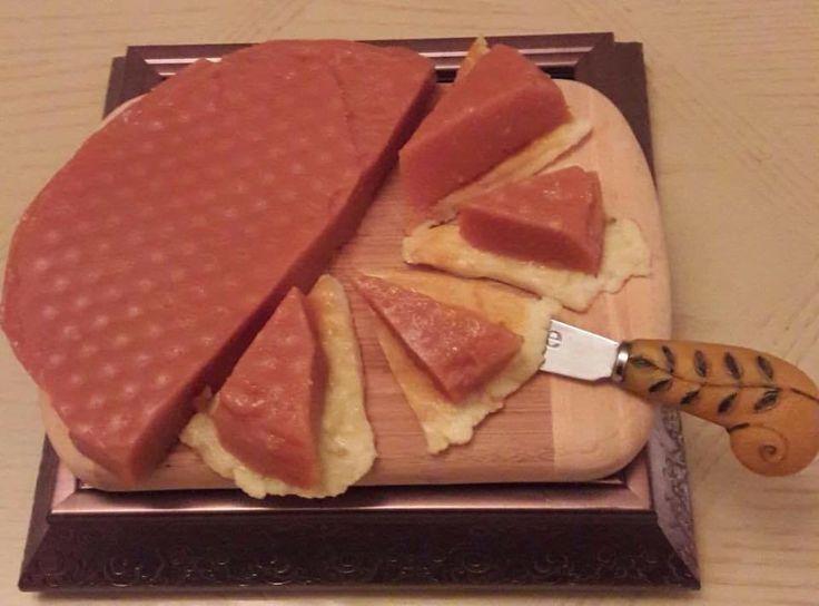 Ate de guayaba acompañado de queso panela dorado Ingredientes: 1 Kilo de Guayaba 2 Manzanas 3 cucharadas de Azúcar 3 Limón Preparación: Para preparar nuestro ate, es muy importante lavar las guayab…