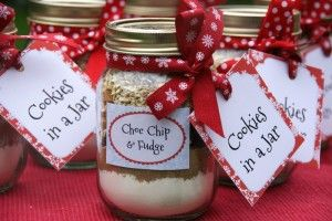 Homemade food gifts: Cookies in a Jar, ready to mix and bake.  From The Pink Whisk