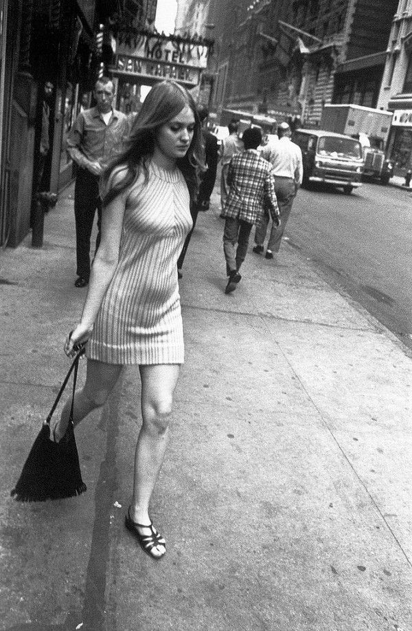 Garry Winogrand Photos, movement - this is life 51