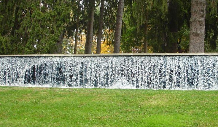 fantastische gartenmauer idee mit wasser