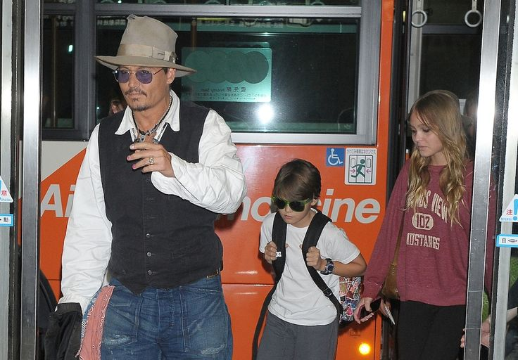 Johnny Depp and family.  ♥ See more celebrity trivia at www.celebritysize... ♥ #celebritysizes