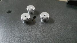 Porte remise à nue et finition Rustol graphité et boutons de combinaison remis en état.