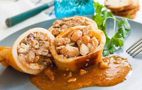 Calamares Rellenos de Gambas en Salsa Te enseñamos a cocinar recetas fáciles cómo la receta de Calamares Rellenos de Gambas en Salsa y muchas otras recetas de cocina.
