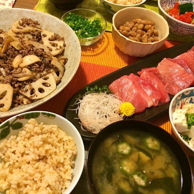 明日からしばらくイタ飯決定につき、和で攻める。 - 15件のもぐもぐ - 鮪の刺身、蓮根とエリンギの挽肉炒め、味噌汁など by Junya Tanaka
