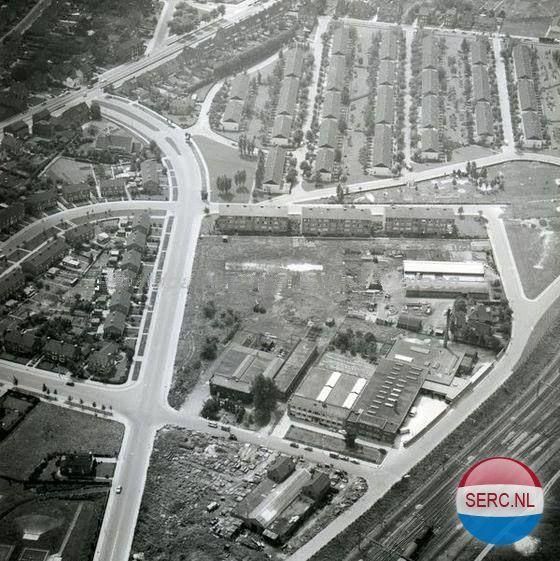 Sittard: Luchtfoto van div. fabrieken textiel, ververij, staalconstructie en woningen omstreeks 1960